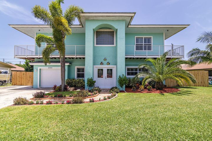 2044 S Suzanne Circle, North Palm Beach, FL 33408