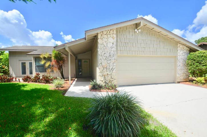 920 NE Town Terr Terrace, Jensen Beach, FL 34957