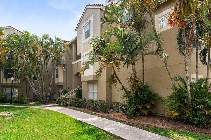 1845 Palm Cove Boulevard 8-302, Delray Beach, FL 33445