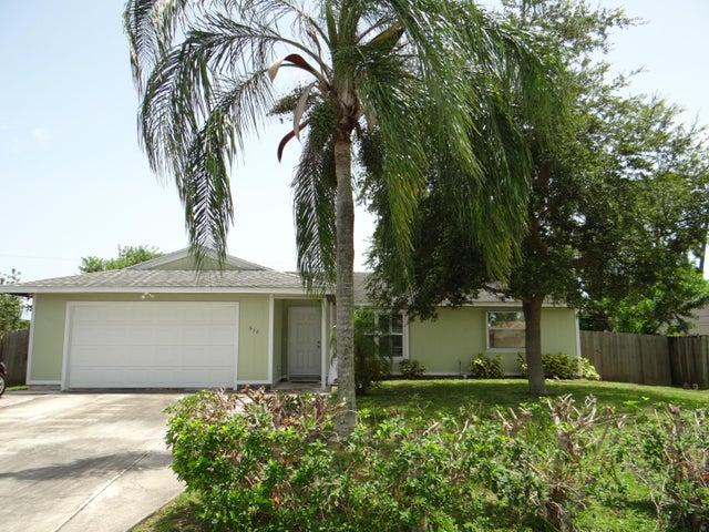 638 SW Grove Avenue, Port Saint Lucie, FL 34983
