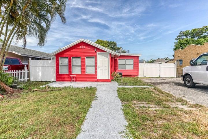 205 Walker Avenue, Greenacres, FL 33463