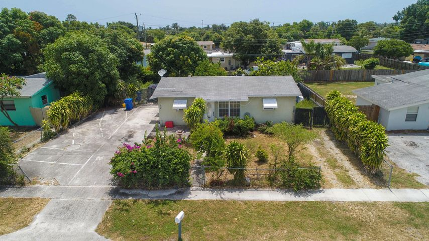 1110 S 14th Court, Lantana, FL 33462