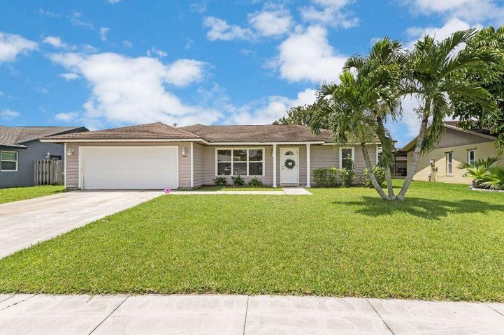 7660 Woodland Creek Lane, Lake Worth, FL 33467