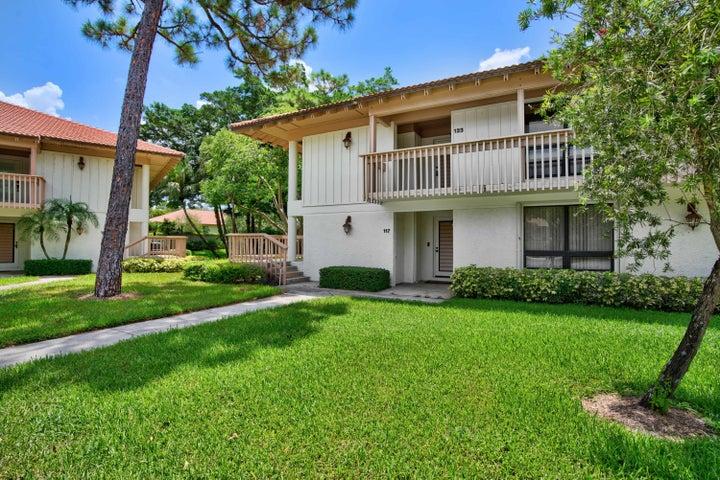 117 Brackenwood Road, Palm Beach Gardens, FL 33418