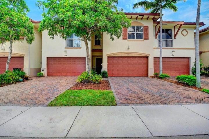 121 E Prive Circle E, Delray Beach, FL 33445