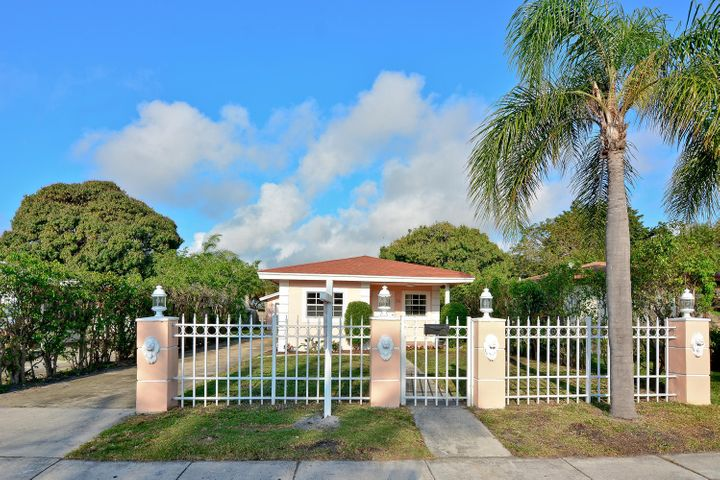 38 SW 8th Avenue, Delray Beach, FL 33444