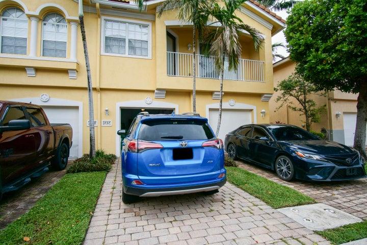 1737 Carvelle Drive, Riviera Beach, FL 33404