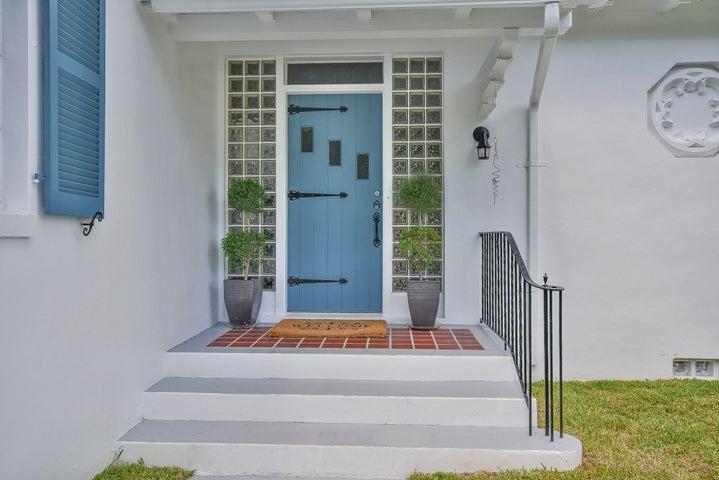 1002 N Swinton Avenue, Delray Beach, FL 33444