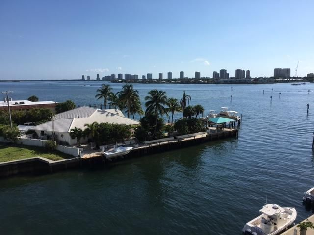 OUTSTANDING VIEW OF INTRACOASTAL