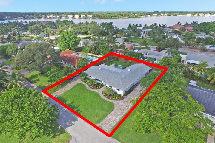 51 Pinetree Place, Tequesta, FL 33469