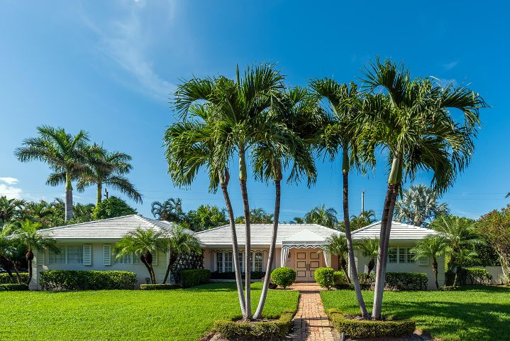 Move right in to this spectacular home onbeautiful Bahama Lane. 4 bedroom with a perfect split floor plan. LR, DR and kitchenall open up to a oversized covered patioand the pool  2 car garage.