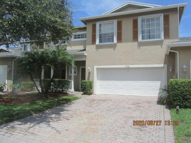 636 NE Bent Paddle Lane, Port Saint Lucie, FL 34983