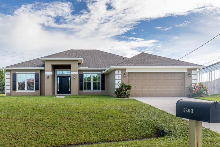 5803 NW Dooley Circle, Port Saint Lucie, FL 34986