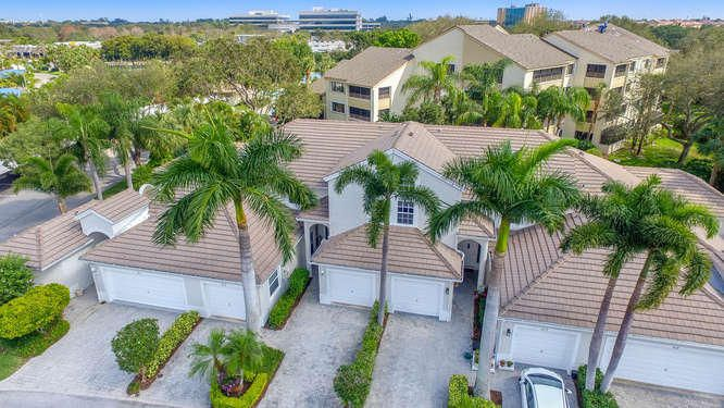 Do not miss this opportunity to live in the heart of Juno Beach in a gated intracoastal community in a spacious 3 bedroom with 2 full master bathrooms plus a half bath and 2 car garage townhouse. Fantastic floor plan with the master bedroom on the main level and soaring ceilings throughout for a wide open feeling. The kitchen is updated and the appliances are newer. Directly off the living area is a large screened in patio which is a great extention to the living space.  PETS ALLOWED, 2 DOGS ALLOWED WITH NO WEIGHT RESTRICTIONS. So bring your pets and boat and enjoy the beautiful south florida lifestyle!Oak Harbour is a 24/7 manned gated community that is the perfect location and easy access to everything. Located on prime intracoastal with a protected marina and 20 minutes to the ocean   Oak Harbour is a 24/7 manned gated community that is the perfect location and easy access to everything. Located on prime intracoastal with a protected marina and 20 minutes to the ocean by boat......it does not get any better! The Clubhouse is directly situated on the water and does have a fitness room, pool room and a social room for all residences to enjoy. There are 2 community pools, one salt water and tennis courts. This is a must see.