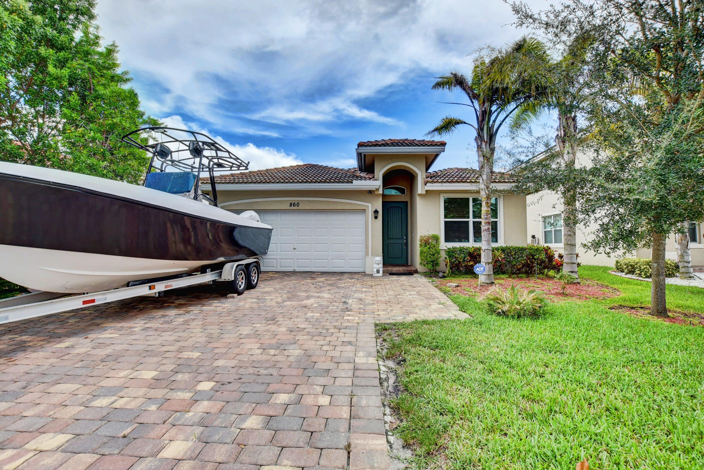860 Palm Tree Lane, Haverhill, FL 33415