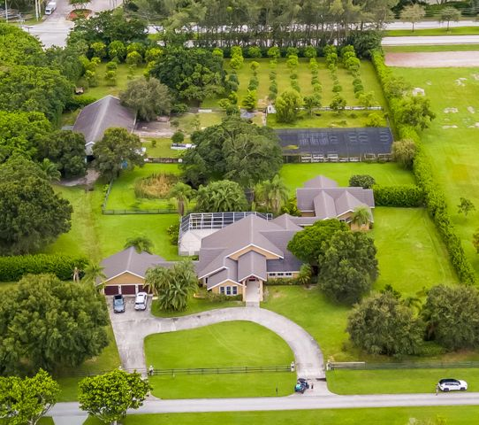5 ACRE EQUESTRIAN COMPOUND