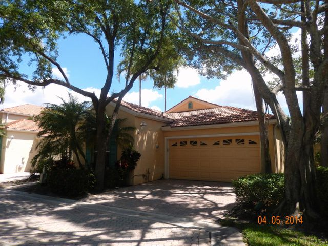 SF HOME W/GARAGE & PRIVATE POOL, ISLAND STYLE DECORATIONS, GOLF MEMBERSHIP AVAIL, UTILITIES INCLUDED!