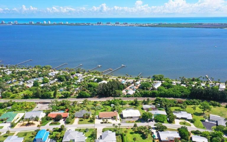 4203 NE Skyline Drive, Jensen Beach, FL 34957