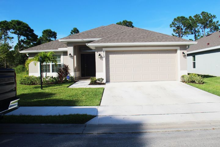 813 NE Whistling Duck Way, Port Saint Lucie, FL 34983