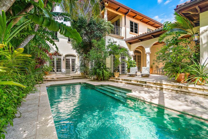 446 Brazilian Avenue, Palm Beach, FL 33480
