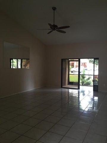 808 Lakeview Circle, Royal Palm Beach, FL 33411