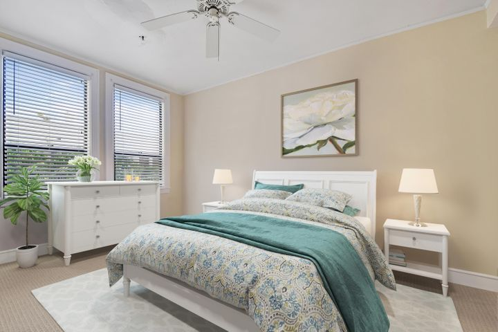 Fabulous 1 bed / 2 bath bed Pied a Terre with poolside views in the Historic Palm Beach Hotel. Close to shopping, Restaurants, Entertainment, Beach and Lake trail. This is not to be missed. ADA compliant bathroom. Ideal Investor / Opportunity.