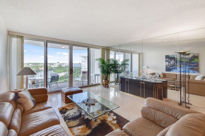 This Harbour House apartment is all about the views! Enjoy the beautiful sunsets with amazing views of the Intracoastal Waterway and Ibis Isle. Put your own stamp on it. Fabulous building with gorgeous Oceanfront pool, brand new fitness center, party room, and 24-hour door man. Located next door to the Raymond Floyd Par 3 Golf Course and restaurant, and just minutes from Worth Avenue shops and restaurants.