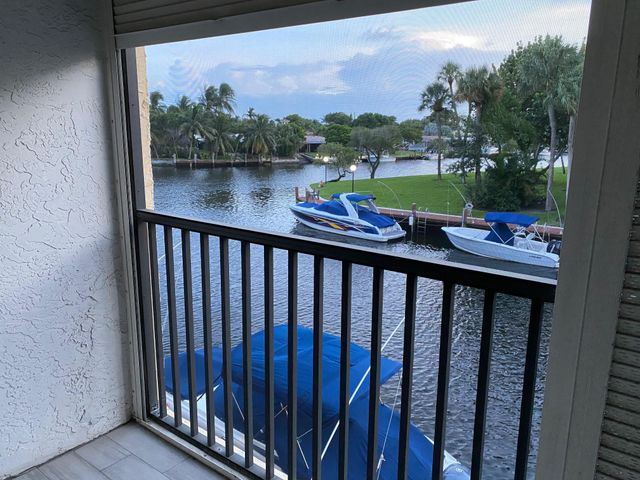 8 Royal Palm Way, 203, Boca Raton, FL 33432