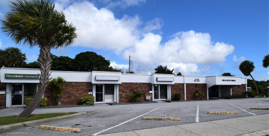 1915 NE Ricou Terrace, Jensen Beach, FL 34957