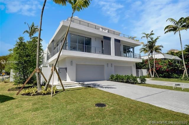 New construction at Palm Trail/intracoastal. One of the largest, new construction, luxury, tri-level Th's w/ elevator in area. Enter via 20' high, dramatic foyer to this 4BR+Office & clubroom/4.5ba/2 car garage with over 4000 ISF. Bringing together the vision is renowned notable architect, Richard Jones, to unveil the finest design & features. Entertain in a Designer Chefs kitchen (Custom European Cabinetry, Porcelain Counter Tops, w/ Wolf & Sub-Zero Appliance package). Luxuriate in your spa-like bathrooms w/ porcelain vanities, frame less glass showers & Kohler fixtures & Toto WC. Soaring floor-to-ceiling windows. Relax outdoors w/ 852 Sf of terraces incl huge rooftop terrace & loggia overlooking pool.