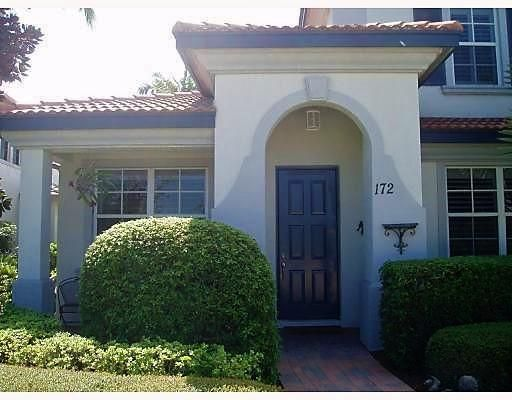 Well maintained 3 bedroom townhome in the gated community of Evergrene, in the heart of Palm Beach Gardens.