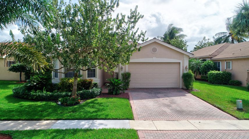 Perfect Location! Walking Distance to Multi-Million Dollar Clubhouse!!