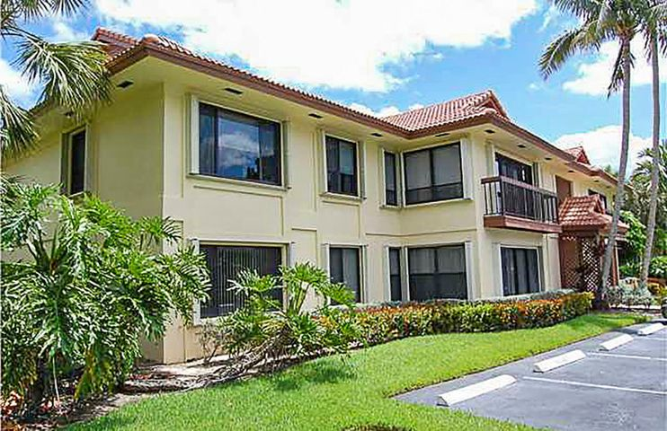 Lovely light and bright top floor corner unit with 2 bedrooms, 2 baths - Great room concept with a pleasant garden view.  Small pets okay.Credit and Background  check paid by tenant.  PGA National is home  of the Honda Classic. It is accessible  to Florida Turnpike, I-95,shopping and fantastic restaurants.