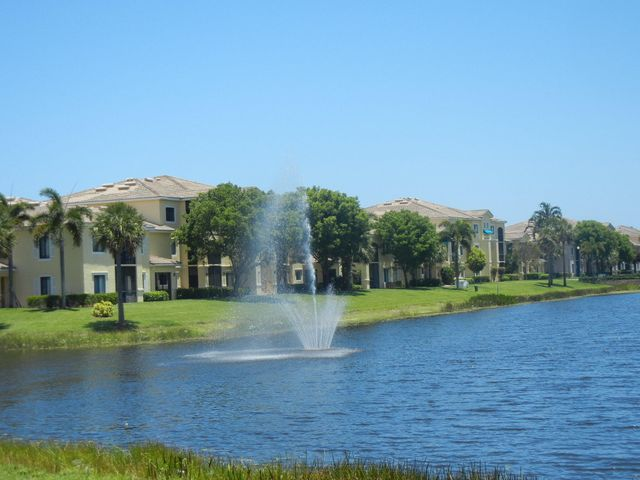 San Matera Beautiful 3 Bedroom Lake View. All tiled floors, granite counter tops & stainless appliances. All resort style amenities including pool, spa & steam room. Just a minutes walk to the Gardens Mall & Downtown At The Gardens.