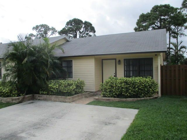 2 bedroom, 1.5 bath villa in Palm Beach Gardens. Tile flooring throughout. Large fenced in back yard.