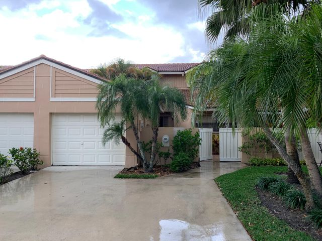 Delightful and charming 3 bedroom and garage on the golf course. Recently renovated, fantastic long views of multiple holes of the Championship golf course at PGA National, a gated upscale community.Available now for seasonal rental at PGA.Well stocked, screened patio.