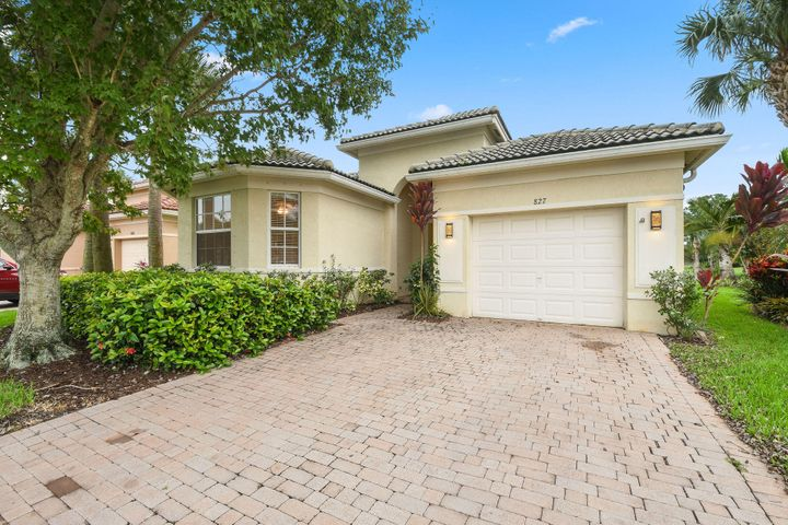 827 NW Rutherford Court, Port Saint Lucie, FL 34983