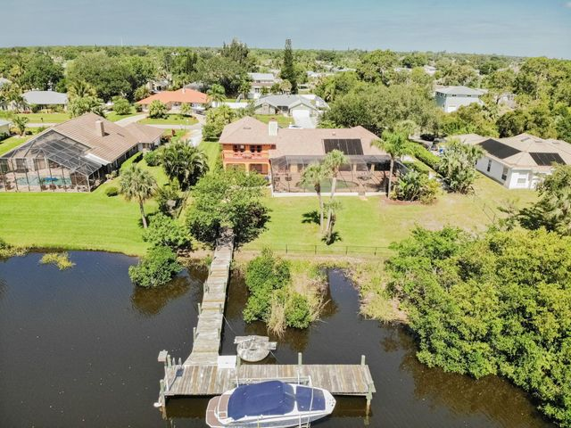 609 SE Hidden River Drive, Port Saint Lucie, FL 34983