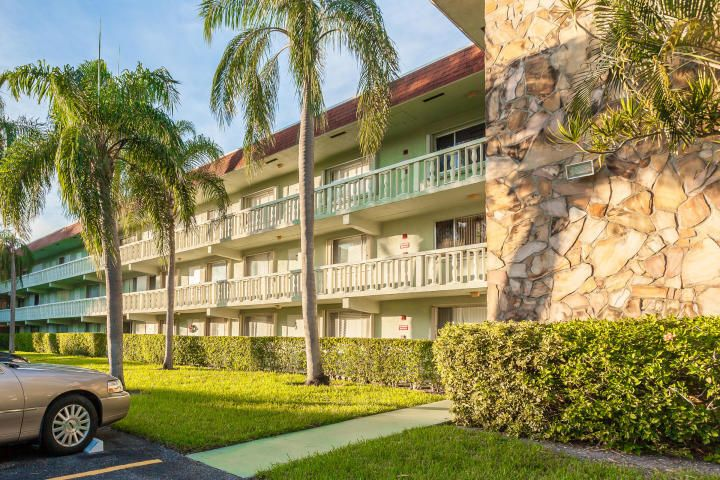 3200 Springdale Boulevard, 301, Palm Springs, FL 33461