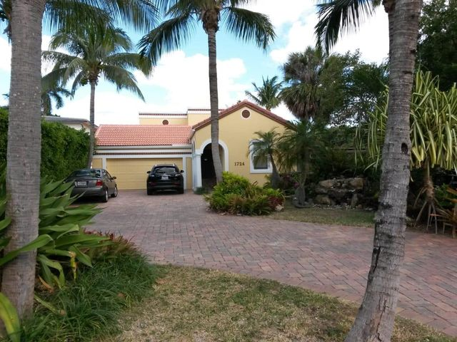 1724 N Lakeside Drive, Lake Worth Beach, FL 33460