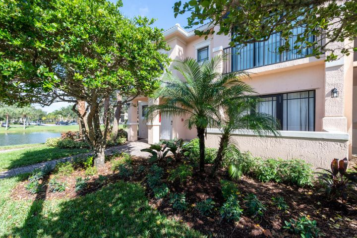 Lovely 3 bedroom water view condo on the 1st floor, turnkey and ready for season! Great Palm Beach Gardens location. 1 dog ok, no aggressive breeds allowed in the complex. $2200 per month annual rental or $5000 per month for season. Association takes 30 days for approval.