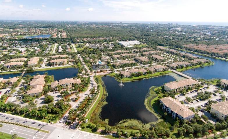 Great opportunity to rent a 3/2 at San Matera! Water included as well. Incredible location...San Matera features a luxury club house, pool, spa, exercise room, racquetball, tennis, billiards and more. A prime location across from the Gardens Mall and Downtown at the Gardens and within a short drive to great restaurants.