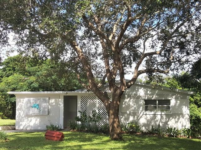 1933 NE Lake Place, Jensen Beach, FL 34957