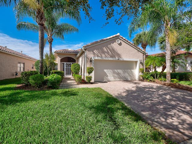 392 NW Breezy Point Loop, Saint Lucie West, FL 34986