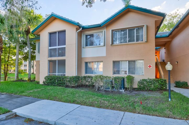 RARELY AVAILABLE!!  Beautifully remodeled 3 bed / 2 bath home in Citation Way!!  High, vaulted ceilings with no neighbor above you, and tile throughout the entire home.  Beautiful kitchen with a bunch of cabinet space and stainless steel appliances.  HOA payment includes Water/Sewer, Pool, clubhouse, tennis, fitness, and barbecue areas.  GREAT SCHOOLS!  Community is also next-door to the movie theatre, Moon Thai, Casa Tequila, Monster Golf and more. DON'T MISS THIS OPPORTUNITY!Open house on Saturday, December 5th from 11:00am - 2:00pm
