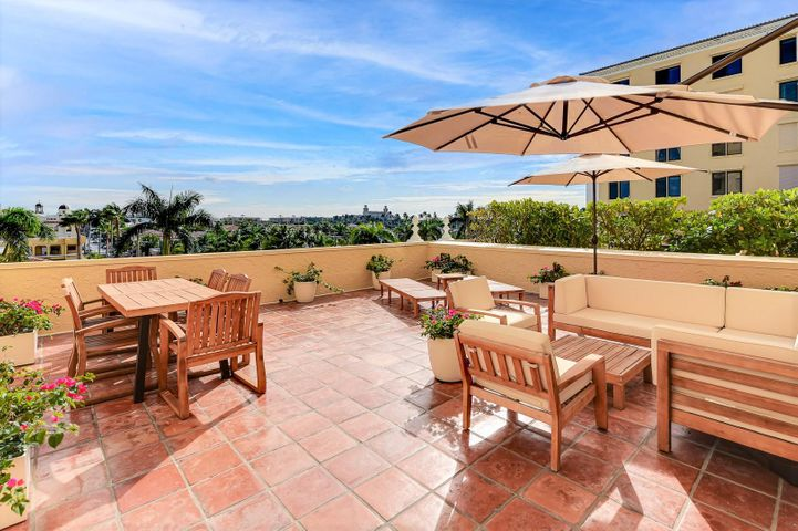 Highly desirable, rarely available 1BR/2BA with oversized private patio and panoramic views of town / The Breakers. Amenities include: hard tru tennis courts, boat dock, oceanfront beach club, gym, full-time doorman, and gorgeous pool area overlooking the Intracoastal.