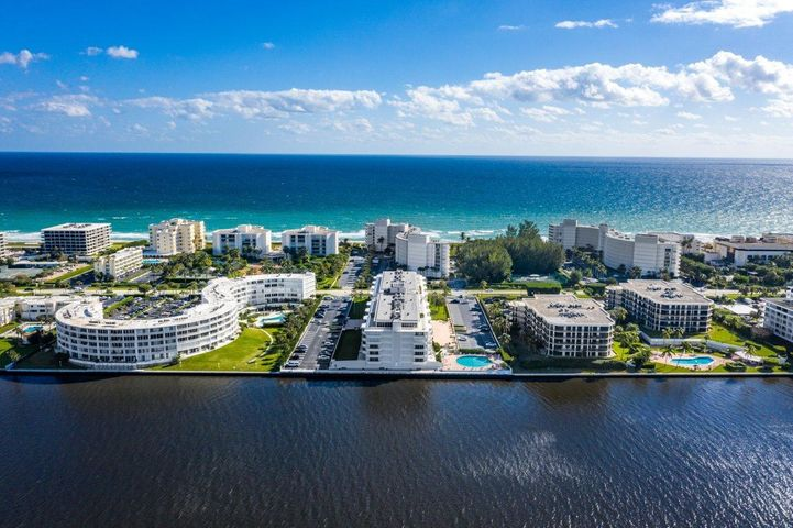 Live the Palm beach life style in this boutique and completely renovated building with ASSESSMENTS PAID IN FULL!!!! Across from the Four Seasons Palm Beach this spacious 2 bedroom, 2 bathroom offers water views from each room and a large balcony, perfect to watch the boats go by as the sun sets. This completely renovated and updated building features a new gym, clubhouse, new entry, secure lobby and 24-hour manned concierge service. A full team of staff and maintenance make care free living at the beach, a breeze. Local farmers markets, dining options, entertainment, 5 star hotels and spas and deeded private beach are all steps from your doors.
