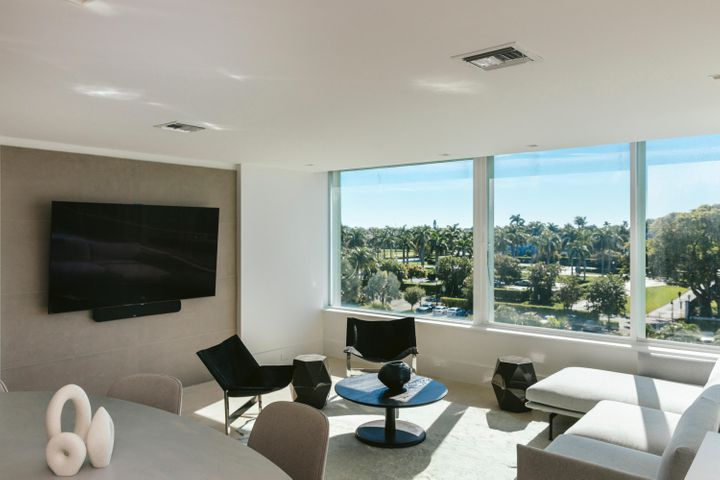 This exquisitely renovated apartment combines luxury and sophisticated design to create an exceptional residence. With its full amenity, resort-style setting in the heart of town, this building offers concierge level service, an Olympic sized pool with beautiful intracoastal views, fitness center, library, card room, on-site restaurant, Cosmo hair salon, valet parking and more. The recently renovated Royal Poinciana Plaza with high end shopping and fabulous dining can be accessed through a private gated entrance. A must-see! Special assessment for  is $3,401.66 p/a through to 2024