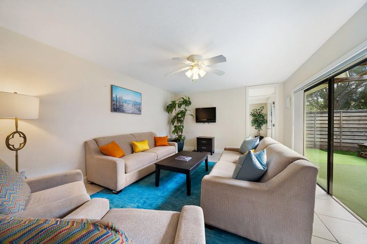 Recently refurnished townhouse with 2 bedrooms, 2.1 bathrooms, with an office in a great location. Seasonal Rent only. Rental amount depends on length of lease. $3,750 per month for 6 months, $4,500 per month for 5 months, or $5,625 per month for 4 months.