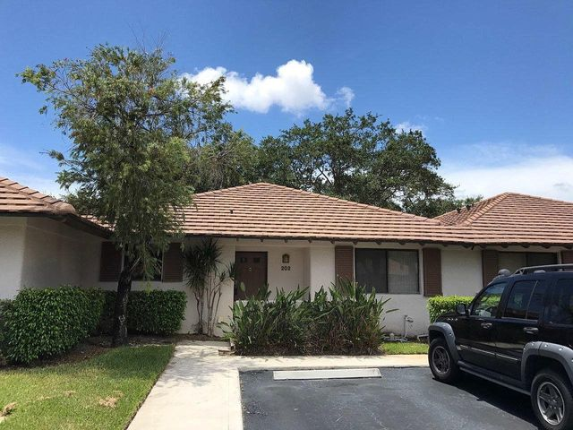 great seasonal rental in PGA NATIONAL CLUB COTTAGES, fully furnished, short walk to community poolavailable starting 12/15/2020 available monthly or seasona